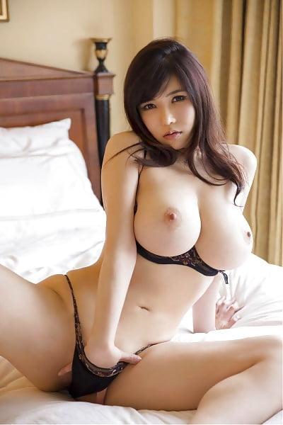 naked girls show their stuff